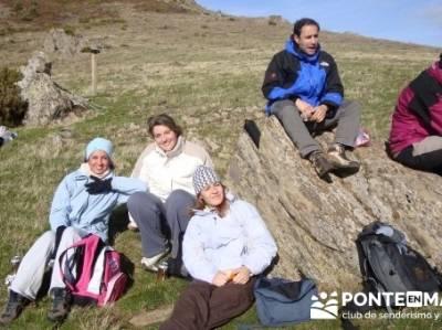 Comiendo en el Collado Salinero- Sierra de Madrid; fin de semana senderismo; senderismo madrid grupo